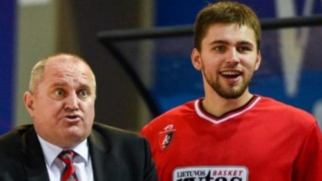 Prienai peatreener Virginijus Šeškus (vasakul) koos oma praegu Pärnus mängiva poja Edvinasega aasta tagasi - siis mängis poiss veel isa käe all.