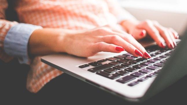 """Päeva raames korraldab Hariduse Infotehnoloogia Sihtasutus lapsevanematele veebiseminari """"Elu sotsiaalmeedias: kuidas jagada enda elu lähedaste privaatsust säilitades"""". Seminari viib läbi Isablogi """"A mida Henry teeb?"""" (http://amidahenryteeb.eu) autor Henry Jakobson, kes räägib oma kogemusest blogipidajana ning annab nõu, kas ja millist infot enda pere kohta sotsiaalmeedias jagada."""
