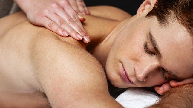 Massaažist saab teha ka mõnusa koosolemise aja oma armsamaga, mis võib kujuneda eriliseks eelmänguks seksile. Hästi läbimõeldult saab sellest toreda üllatuskingi. Massaaž oma kallimale on lihtne ja loominguline.