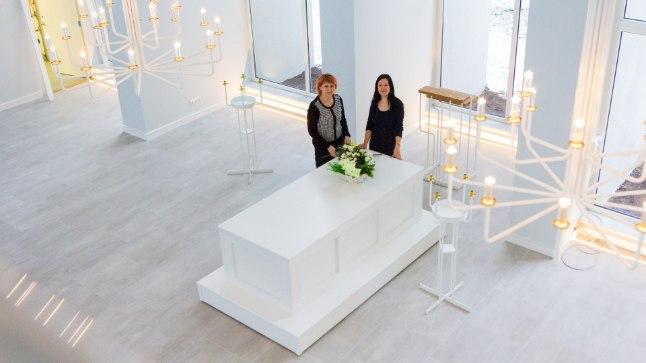 Seni puudus Pärnus ja Pärnu lähedal krematoorium. Uues renoveeritud hoones saab vormistada kõik lahkunu ärasaatmisega seotud toimingud alates transpordist kuni urni või kirstu muldasängitamiseni.