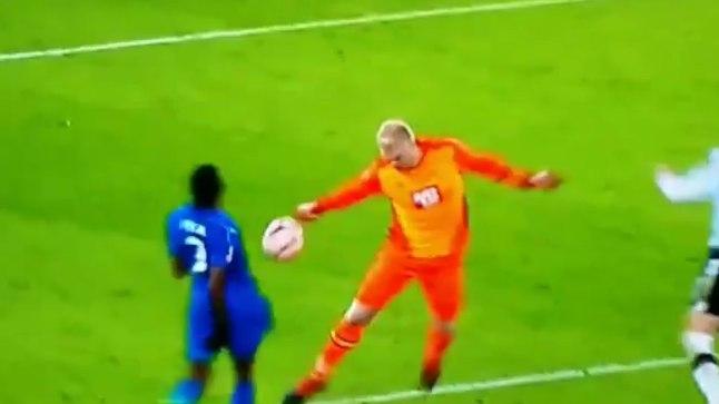 Derby väravavahi Jonathan Mitchelli käega mäng, mis kohtunik Mike Jonesil märkamata jäi.