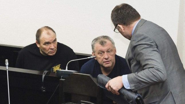 """VÄLJAPRESSIMISES SÜÜDISTATAVAD: Andrey Kuzyakin ehk Andrjuha (pildil keskel): """"Võlg, mida korrutame vajadusel kahega, on võõra oma!"""" Vahemees Urmas Vels (pildil vasakul): """"Tahtsin ikka, et kõigil oleks hea."""""""
