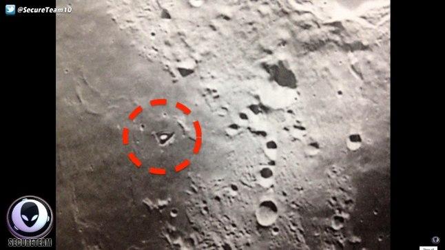 SALAPÄRANE OBJEKT KUUL: Ufoloog Tyler Glockneri arvates sarnaneb USA kosmoseagentuuri NASA jälgimissatelliidi LRO tehtud fotol olev müstiline ümmargune objekt tuumareaktoriga ning seetõttu ei saa välistada, et Kuul asub kosmosetulnukate baas.