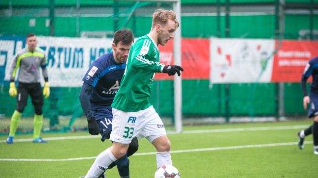 Mark Oliver Roosnupp (rohelises) kostitas meistriliiga teises voorus Sillamäe Kalevit kahe väravaga.