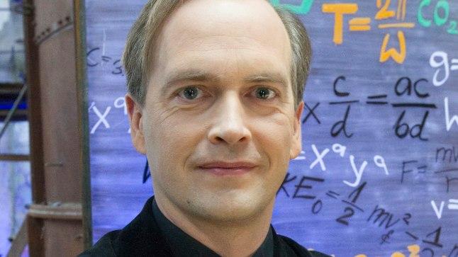 Eesti esimese tudengisatellidi ESTCube-1 projekti vedanud Tartu ülikooli õppeprorektor Mart Noorma leiab, et Miljon+ on suurepärane ettevõtmine kogu Eesti ühiskonna kaasamiseks ning vaba veebientsüklopeedia täiendamiseks.