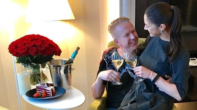 """""""Tänan südamest oma abikaasat, kes on olnud meie abieluteel, kui ka elatud 6 kooselu aasta jooksul nii armastav, toetav ja hooliv- mul on võrratu Abikaasa!"""""""