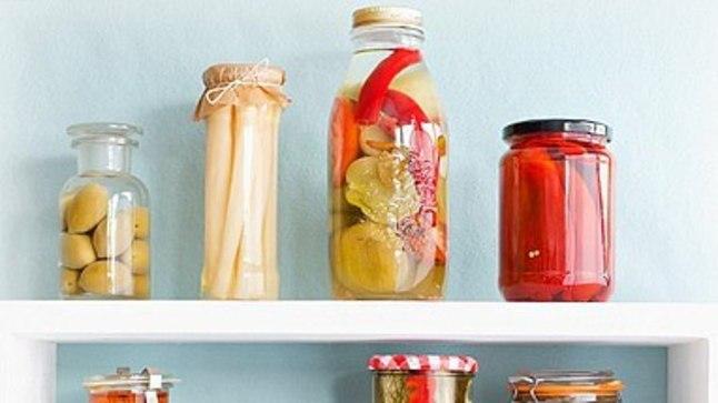 Köögiriiulitele võib hoiustada mitmesuguse söödava kraamiga täidetud klaaspurke.