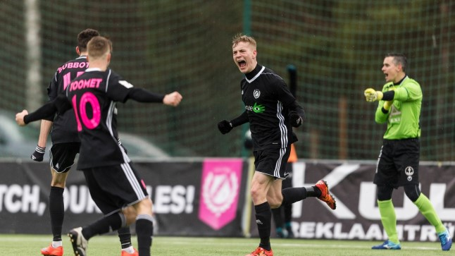 Nõmme Kalju ründaja Peeter Klein rõõmustamas Sillamäe Kalevile kohtumise 93. minutil löödud värava üle.