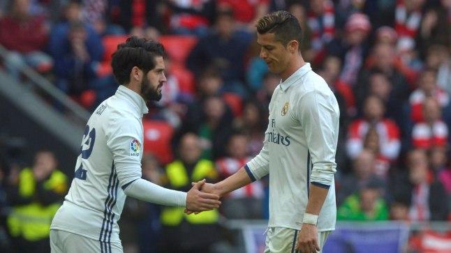 Pettunud Ronaldo siirdumas vahetusmeestepingile.