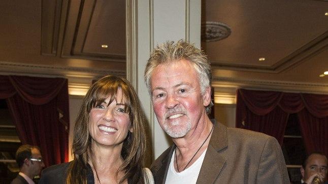 Paul Young koos abikaasaga.