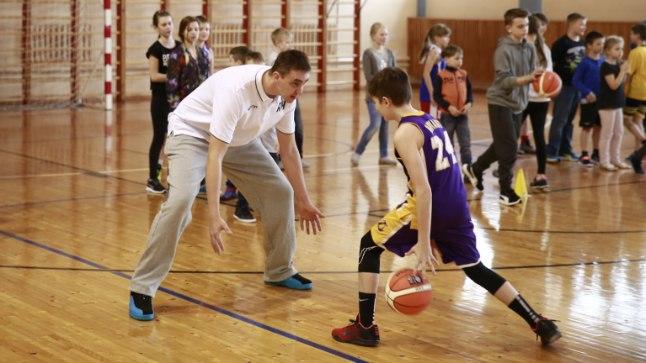 VIIES VEERANDAEG   Reinar Hallik lõpetab mängijakarjääri ja avab korvpallikooli