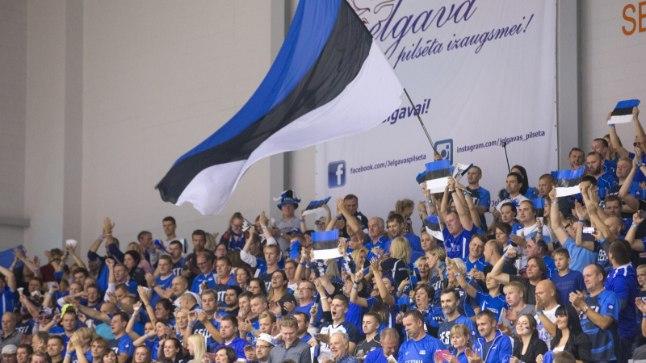 Eesti võrkpallifännid Lätis.