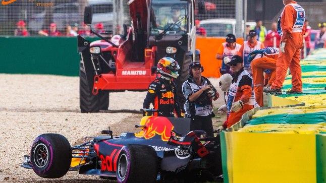 Daniel Ricciardo vormel pärast seina sõitmist
