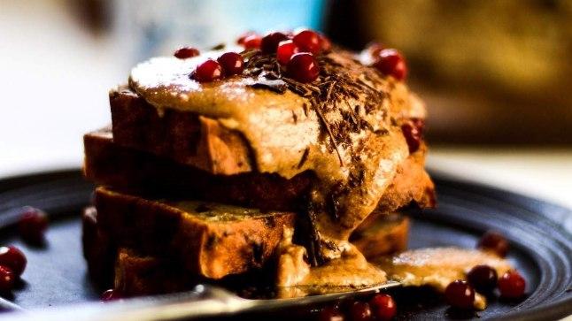 RETSEPTIIDEE KAUNIKS KEVADPÄEVAKS: Hõrk šokolaadine banaanikeeks