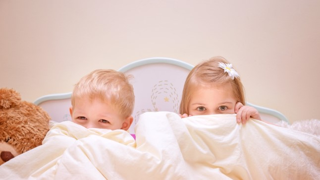 KAITSKE OMA LAPSI: šokeerivad kaadrid, kuidas lastehoiu töötaja väärkohtles 4-aastast