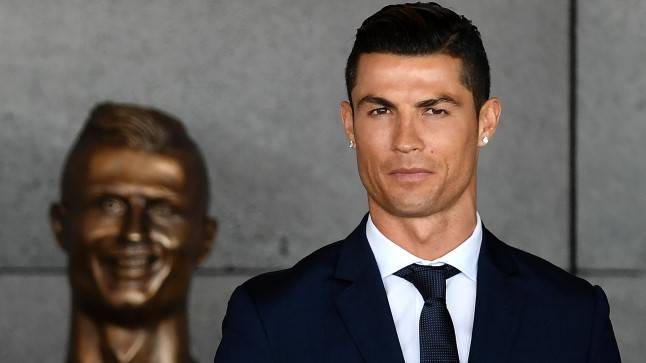Ronaldo koos uue kujukesega.