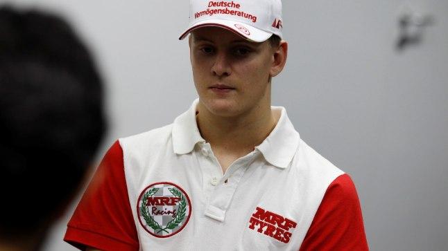Isa tervisliku seisundi kohalt Mick Schumacher saladuseloori ei kergitanud.