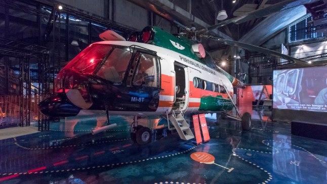 Suurim eksponaat, Vene ajast meie päästjaid auga teeninud helikopter Mi-8, mis oma täismõõdus on nagu näituse kontrapunkt.