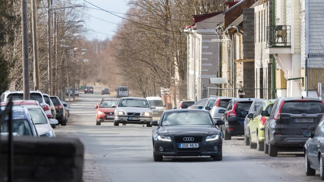 JÕNKSUD SISSE: Emajõe-äärne Oa tänav on praegu noolsirge.