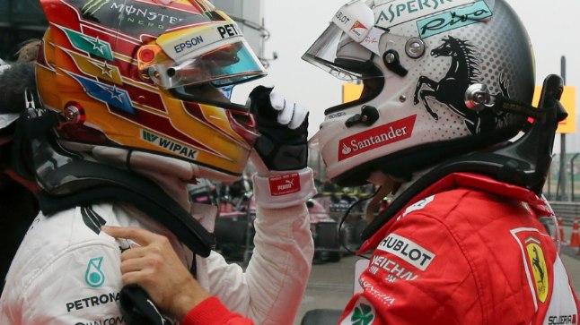 Lewis Hamilton (vasakul) ja Sebastian Vettel (paremal) pärast Hiina GP-d.