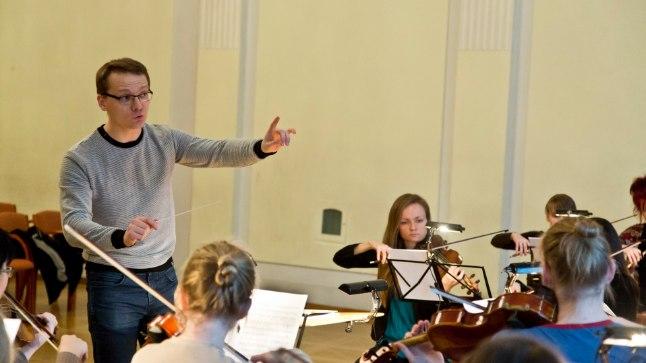 Uue Tänava Orkester ja Kaspar Mänd alustasid Beethoveni-teekonda läinud aasta alguses, see proov oli enne esimest kontserti mullu märtsis.
