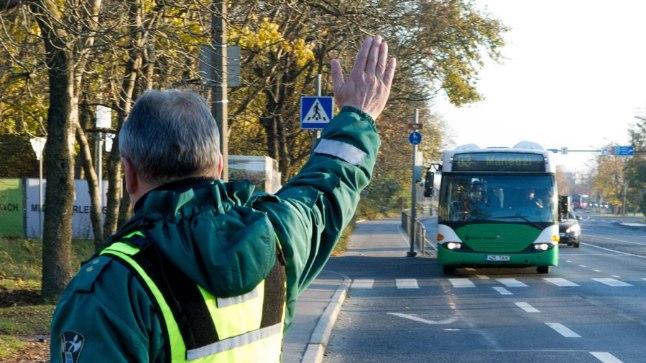 Pildil on Tallinna mupo piletikontrolör