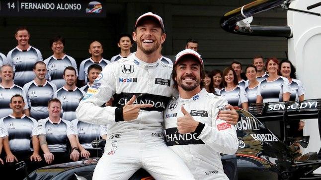 Jenson Button istub üheks GPks Fernando Alonso autosse.