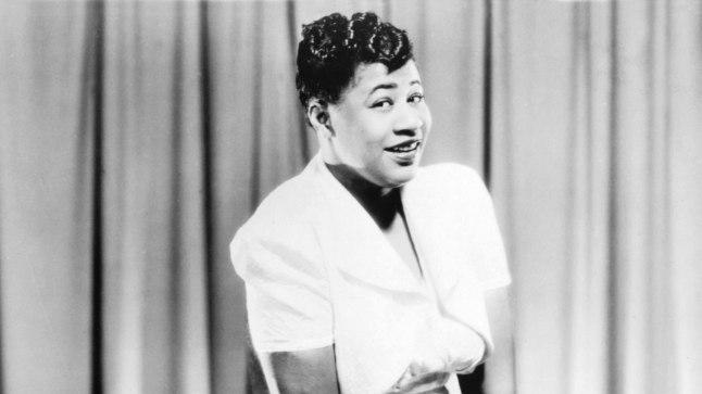 LAULJANA: 21aastane Ella Fitzgerald 1938. aastal, kui ta salvestas Chick Webbi orkestriga lastelaulu «A-Tisket, A-Tasket», mis sillutas teed tema laiemale tuntusele.