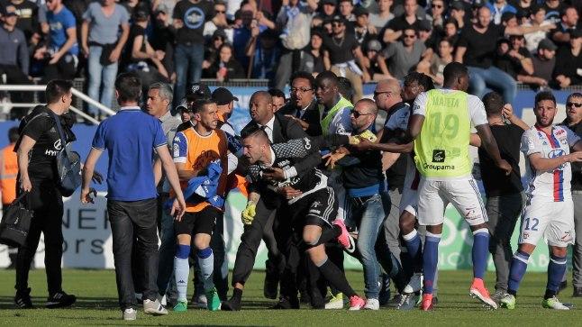 Bastia - Lyoni vahelisel kohtumisel toimunud rahutused.