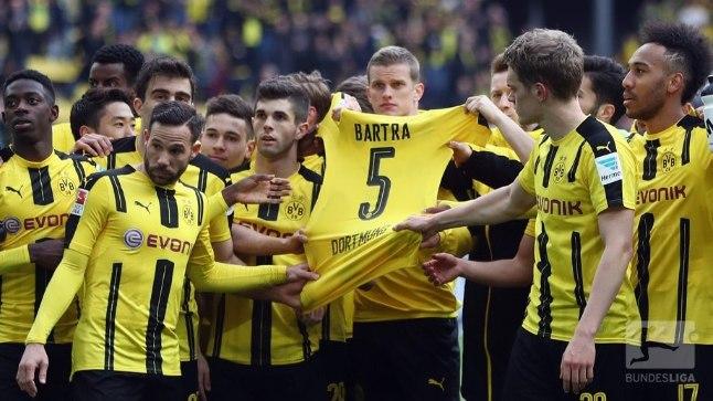 Dortmundi mehed Marc Bartra särgiga.