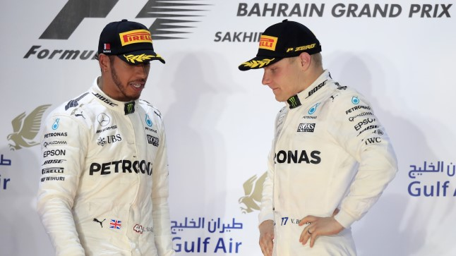 Lewis Hamilton vasakul ja Valtteri Bottas.