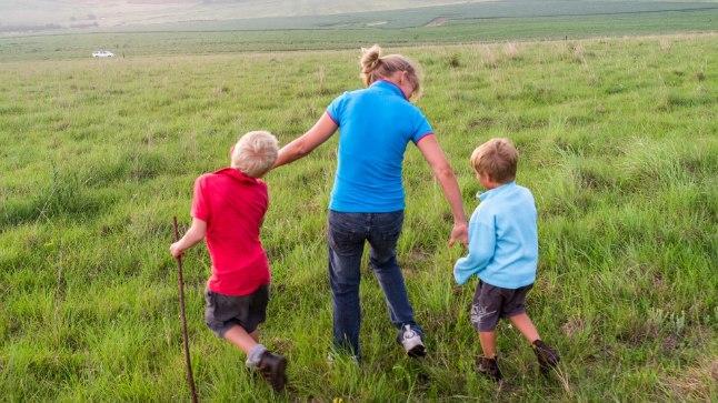 ABIELU ON MÖÖDAPÄÄSMATU?:Aasta ema võistluse reeglite järgi ei saa üksikemad tiitlile pretendeerida, sest reeglid nõuavad, et lapsed oleksid üles kasvatatud koos abikaasaga.