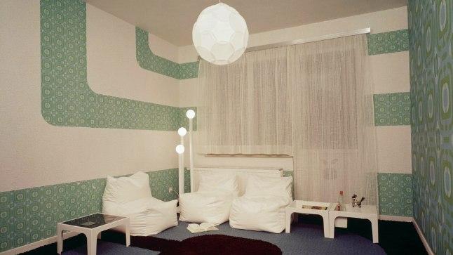 Tapeediriba võib joosta piki seina, ülevalt alla või veel huvitavamal viisil.