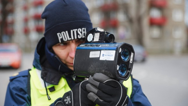 Politsei kiirust mõõtmas.
