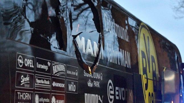 Kolmes plahvatuses viga saanud Dortmundi Borussia buss.
