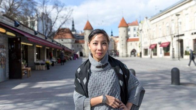 Alustas filmijumestajana Ameerikas sirgunud laoslanna Mattie Do sai esimesed võtteplatsikogemused Rooma rahvusliku filmikooli tudengifilmide jumestajana, kui vajas raha uute balletisusside jaoks. Balletti õppinud ja USAs laste tantsukooli pidanud Mattie kolis koos abikaasa Christopheriga Laosesse 2010. aastal. Mees läks Lao Art Mediasse stsenaristiks ja soovitas Mattiel lavastajana kätt proovida. Praegu on naisel käsil kolmas film.