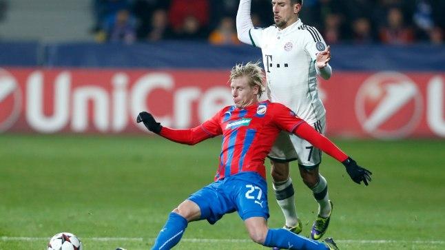 Frantisek Rajtoral (#27) võitlemas kuulsa Frank Riberyga.