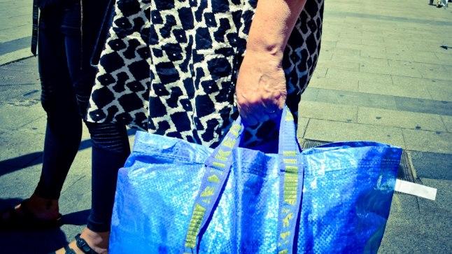 Skandaal? Peene prantsuse luksusbrändi kott näeb välja nagu IKEA kandekott!
