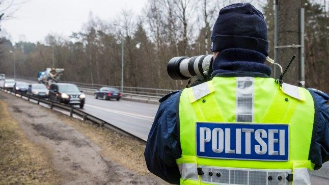 HOIAVAD SILMA PEAL: Politseinikud üle Eesti on kontrollimas autojuhte, et sõidu ajal ei tegeletaks kõrvaliste asjadega.
