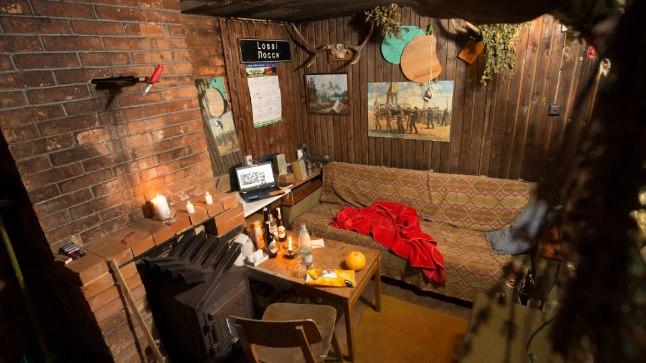 Johannese ja Hermani meeste koobas: sauna eesruum, mis sisustatud mõnusat mehelikku äraolemist silmas pidades.