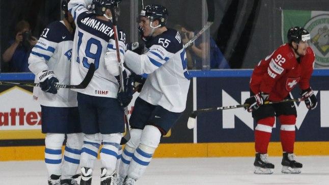 Soome hokikoondislased tähistavad Valtteri Filppula võiduväravat.