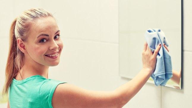 Universaalne puhastusvahend sobib hästi terve vannitoa puhastamiseks.