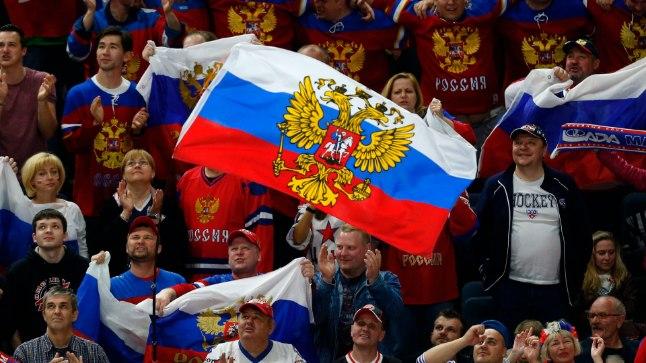 Rõõmustavad Venemaa hokifännid.