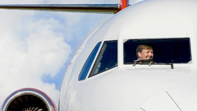 Hollandi kuningas Willem-Alexander lennuki kokpitis.