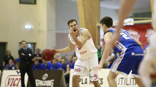 Martin Paasoja palliga.