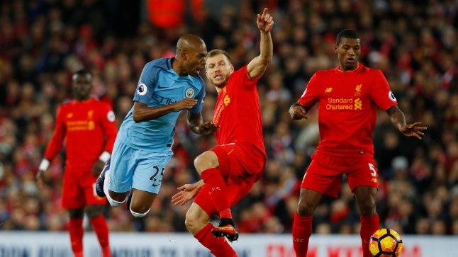 Ragnar Klavani üks hooaja tipphetki oli eelmise aasta viimasel päeval, kui Liverpool alistas 1:0 Manchester City. Pildil lööb eestlane palli ära Fernandinho eest.
