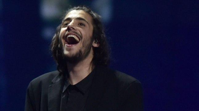"""Kiievis toimunud Eurovisioni lauluvõistluse võitis portugallane Salvador Sobrali ballaadiga """"Amar Pelos Dois""""."""