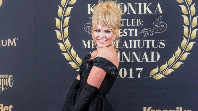 Kristiina Heinmets-Aigro outfit mõjub kõige tervilikumalt ning on hea näide sellest, et üleni musta riietumine ei pruugi sugugi igav olla ning väike must kleit päästab alati päeva.