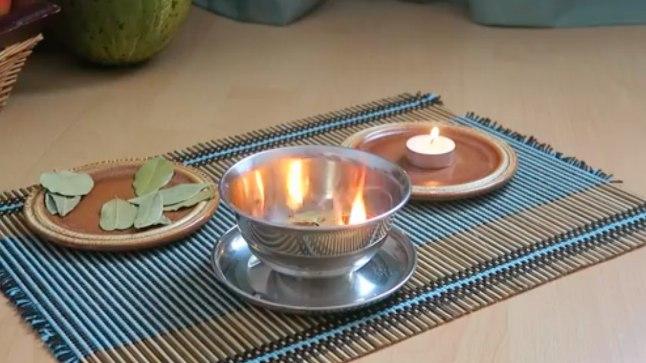 Lehtede põletamiseks otsi sobiv anum ja võta rituaaliks kuskil 15 minutit.