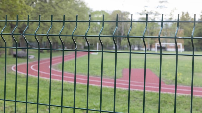 Mustamäe gümnaasiumi staadion on korda tehtud, aga on õhtuti tühjuses.